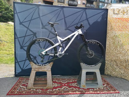 snowshoe world cup stand commencal 4